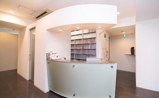 大学病院と連携して、患者に寄り添う診療をする皮膚科クリニック